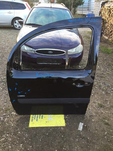 Prednja lijeva vrata Renault Kango blago oštećena