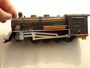 Lokomotiva starija duž 18 cm