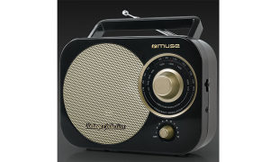 8105690 Muse M-055RB FM radio s analognim tunerom,crni
