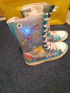 Cizme za djevojcice 34 broj pri hodanju svjetle