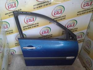 Vrata prednja desna Megan 06-08 ostecena KRLE 27710