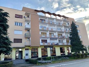 Bosanski Brod, trosoban stan u centru grada