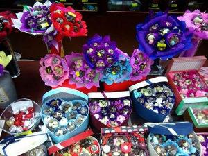 Cokoladni cvjetovi poklon kutije