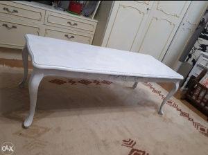 Bijeli sto za dnevnu sobu