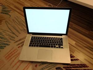 Macbook pro 2010 ( i7, 4gb ram 320 gb hdd)