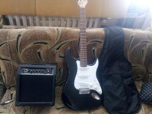 Električna gitara sa pojacalom