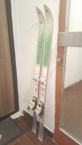 Skije race 137 cm