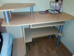 Pisaći sto i kancelarijska stolica
