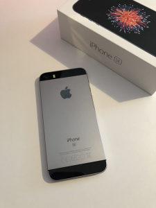 IPhone SE 16GB space grey BEZ PACKE FULL oprema Apple