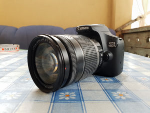 Canon Profesionalni Fotoaparat 1300D + 18-200mm IS