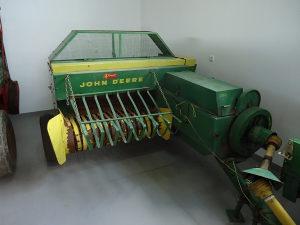 presa John Deere 221