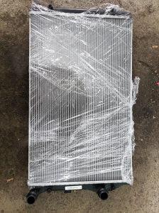 - Skoda SuperB 1.9 TDI 08-10 77kw hladnjak 5k0121253d