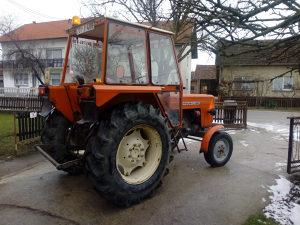 Traktor Ursuz
