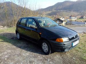 Fiat Punto  odgovara zamjena dajem dva auta sa profila