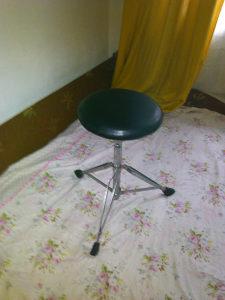stolica za bubnjeve / bubnjarska stolica