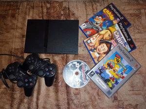Playstation 2 Slim + 2 dzojstika (ORIGINAL)
