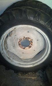 Traktorske gume sa felgama