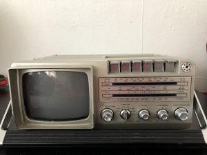 Stari radio, TV i kasetofon