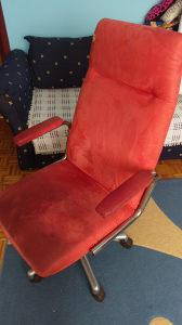 Radna stolica na tockice od pliša