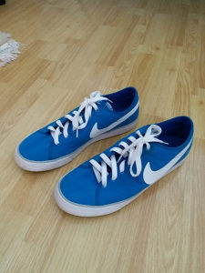 Nike Swoosh Patike
