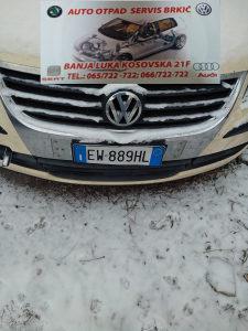 VW TOURAN 1T0 DIJELOVI PREDNJA HROM MASKA SA ZNAKOM