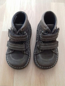 Djecije cipele ( velicina 24 )