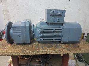Elektro motor reduktor 1.1 kw 24 obrtaja kočioni