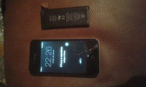 iPhone 4s 32gige + nova baterija 40KM FIKSNO
