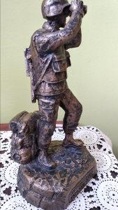 Figura vojnika statua bronzana