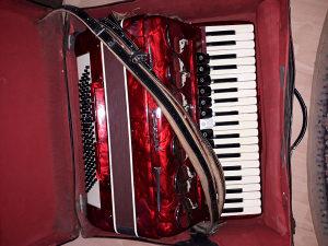 Muzicki instrumenti sa dirkama
