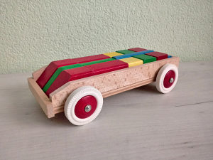 Drveni autić - umetaljka