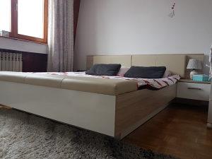 Bracni krevet sa 2 madraca i nocnicima