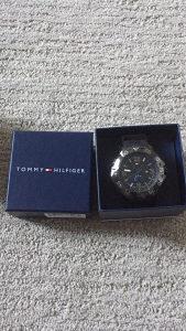 Tommy Hilfiger sat nov u kutiji