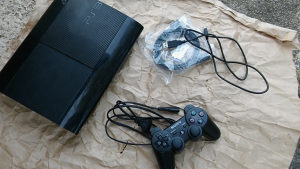 PS3 Playstation 3 Super Slim 500 GB Cipovan 25 Igara