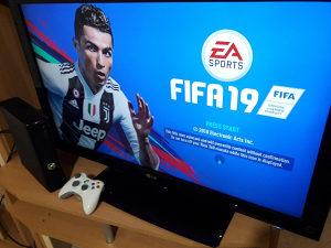 Xbox360slimRGH CIP250gb30 IGARA DVA DZOJS.FIFA 19 GTA V