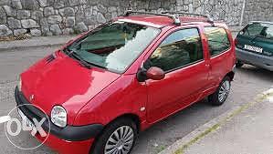 Reno Renault tvingo Twingo hauba crvena