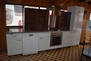 Kuhinja dužine 340 cm  Aparati: -frižider -električna p