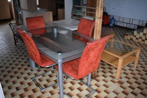 Stol i 4 stolice 140x90 cm  Cijena u kompletu 360 KM  M