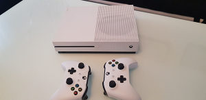 Xbox one s 1 TB Forza Horizon 4 + 10 igrica