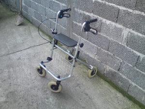 Pomocna invalidska kolica