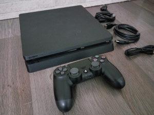 PS4 slim sa igricama