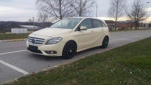 Mercedes B 180 automatik 7G model 2014 EXTRA POVOLJNO