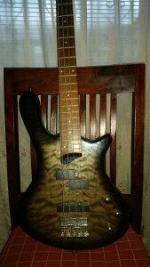 Bass gitara washburn