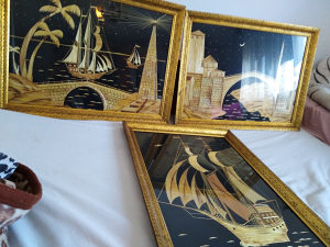 Tri velike umjetnicke slike od slame
