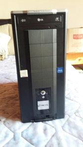 Računar i monitor u kompletu