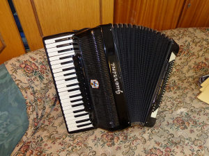 Harmonika Weltmeister S4 120 bas 2+2 kabinska