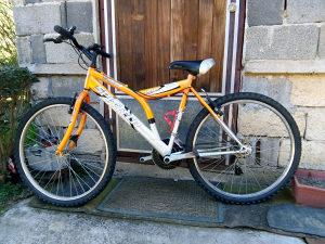 Dva bicikla