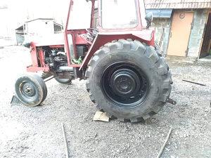 Dvije gume traktorske  sa felgama16