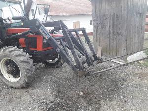 Utovarivac za traktor
