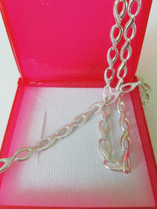 Srebrena ogrlica i narukvica, komplet